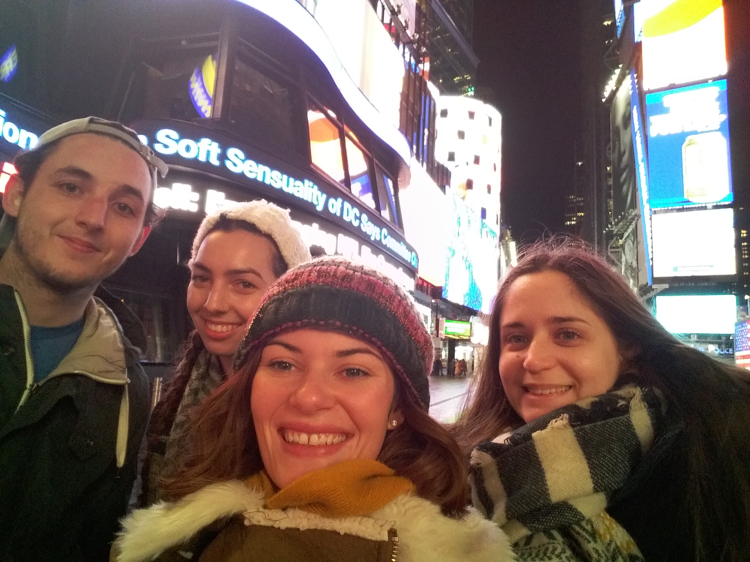 Rebecca - Au Pair - NY USA - go abroad - with her friends from Paris