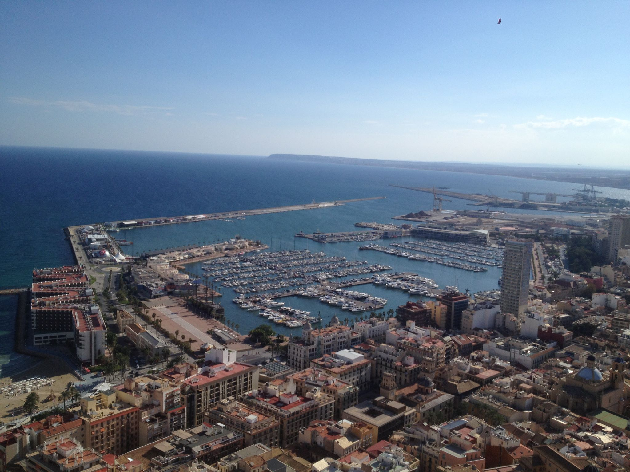 Sun, Sea, SangErasmus in Spain: Sun, sangria, tapas...and College -- How to find accommodation in Alicanteria,Tapas...and College: Advice for planning accommodation in Alicante, Spain