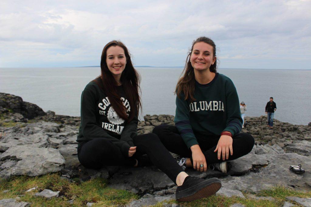 Greta (à droite) avec une amie en Irlande