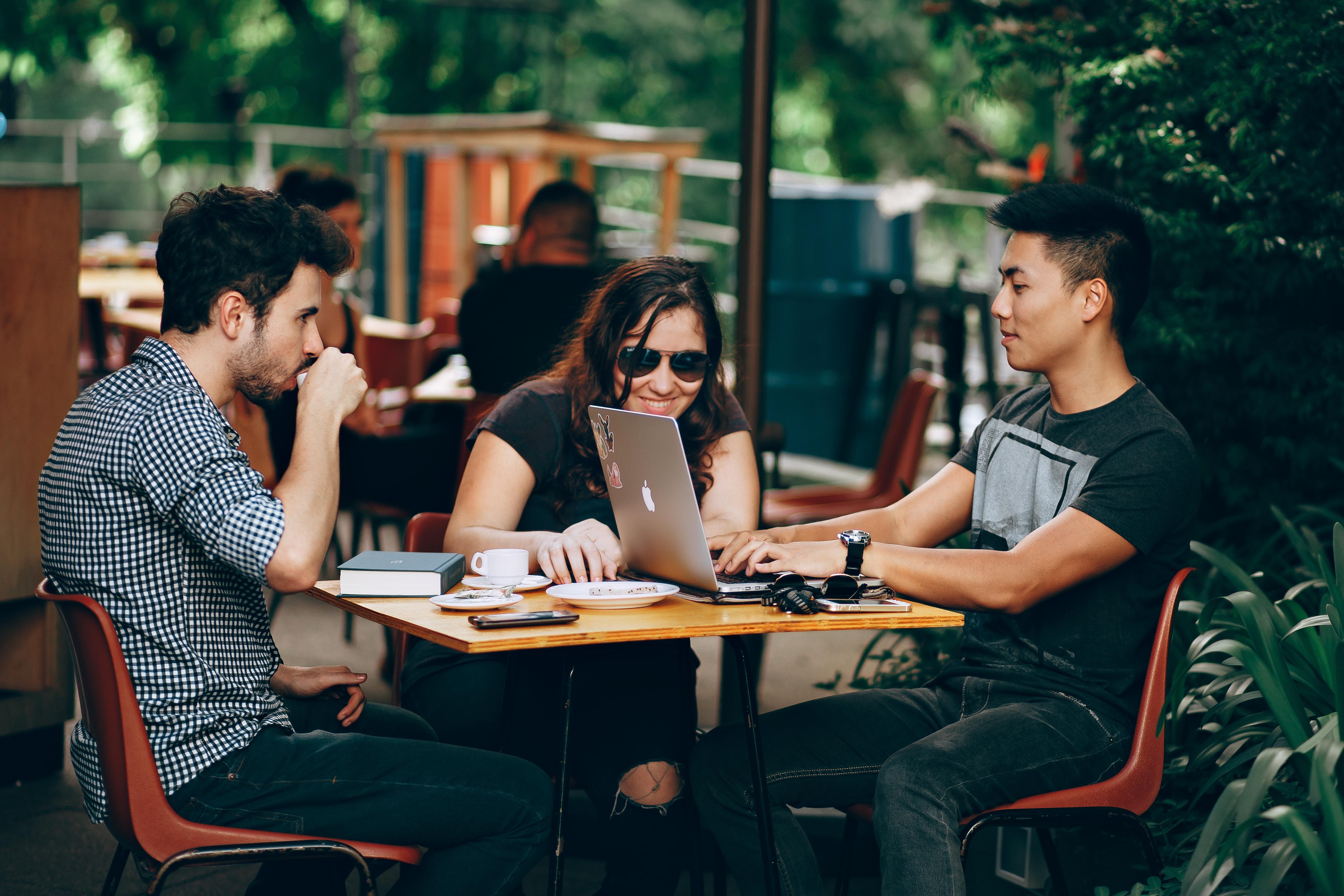 Aumenta tu red de contactos, otro beneficio de trabajar en el extranjero